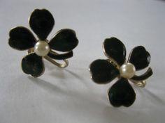 VTG Screw Back Earrings Marked Coro Green Enamel Gold Tone 4-leaf Clover Pearl