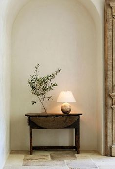 Gorgeous entryway foyer with the arched niche beautiful stone flooring. I love the simple table, lamp greenery. Home Living, Living Spaces, Living Room, Mediterranean Style Homes, California Homes, Southern California, Decoration, Interior Inspiration, Design Inspiration