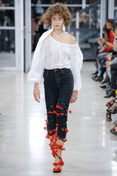 Y/Project Spring 2018 Ready-to-Wear  Fashion Show Collection
