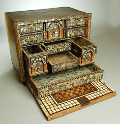 18th century Spanish colonial 'escritorio' (writing desk) from Columbia