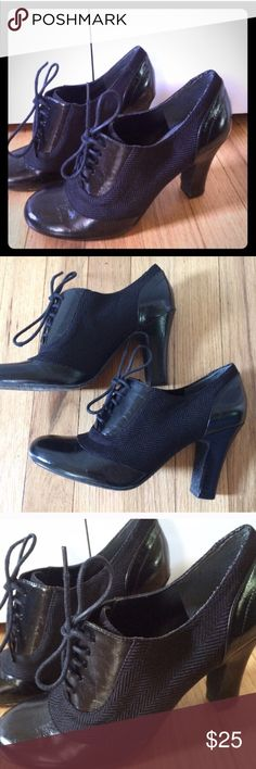 💜 Black Textured Shoe Booties-Size 6 Awesome Size 6 Textured Black Shoe Booties. Versatile. Comfy. Beautiful Texture and Style Details. Stop by my closet for more great items to bundle! *Please submit respectable offers using the private offer feature. I do not discuss pricing in the comments section. Sorry...🚫Trades.* Bandolino Shoes Heels