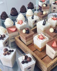 Mini Dessert Cups, Mini Desserts, Dessert Bars, Dessert Table, Dessert Recipes, Dessert Packaging, Food Platters, Cafe Food, Mini Foods