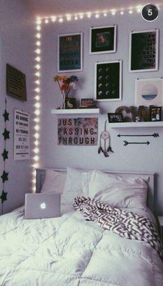 Awesome Minimalist Dorm Room Decor Inspirations on A Budget Cute Bedroom Ideas, Room Ideas Bedroom, Bedroom Inspo, Ideas For Bedrooms, Bedroom Simple, Budget Bedroom, Decor Room, Awesome Bedrooms, Bedroom Wall