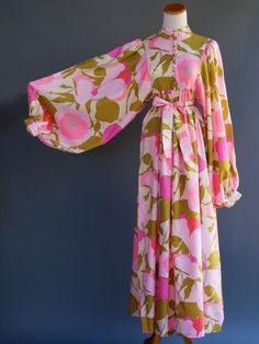 Absolutely amazing maxi dress with balloon sleeves and beautiful flower print. Adjusted Ribbon Empire/Waist Very high quality and unique design, so lovely Vintage Wear, Vintage Dresses, Vintage Outfits, 60s Dresses, Party Dresses, Prom Gowns, Vintage Vibes, Homecoming Dresses, Vintage Style