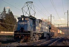 Net Photo: CR 4608 Conrail at Columbia, Pennsylvania by Bob Kise Electric Locomotive, Steam Locomotive, Railroad Pictures, Pennsylvania Railroad, Norfolk Southern, Train Art, Bahn, General Electric, North America