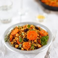 Moroccan Bulgur Quinoa Chickpeas and Roasted Carrots (scroll down for recipe in English) No Salt Recipes, Veggie Recipes, Vegetarian Recipes, Healthy Recipes, Baked Carrots, Roasted Carrots, Salty Foods, English Food, How To Cook Quinoa