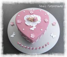 Silvia's Tortenträume: Baby rosa pink Taufe Fondant Kuchen Torte Cake  Namenskette Schmetterling  Anleitung Baby Infos & Rezept findet ihr im Beitrag:  https://www.facebook.com/SilviasTortentraeume/posts/823983291035994