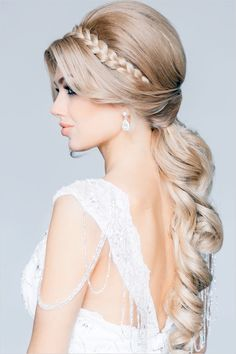 Glamorous braided wedding hair. Elstile.