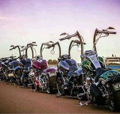 Ape hangers Motos Harley Davidson, Harley Davidson Custom Bike, Harley Davidson Street, Harley Softail, Harley Bobber, Harley Bikes, Moto Chopper, Bobber Chopper, Custom Harleys