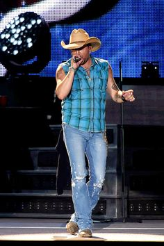 Jason Aldean during his Six String Circus Tour Top Country Songs, Country Boys, Country Music Artists, Country Singers, Country Concerts, Redneck Romeo, Chris Young, My Prince Charming, Jason Aldean