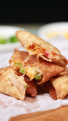 Pizza Samosas This is the recipe for those days where you just can't decide what you fancy Spicy Recipes, Easy Healthy Recipes, Cooking Recipes, Pizza Recipes, Easy Cooking, Cooking Oil, Cooking Steak, Slow Cooking, Steak Recipes