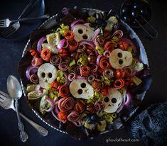 Spooky Food, Creepy Food, Spooky Treats, Fall Treats, Holiday Treats, Holiday Fun, Holiday Recipes, Halloween Dinner, Halloween Food For Party