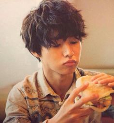 (notitle) Sure, the bushy perms of the might be out of vogue, but there are copiousness (generic Cute Japanese Boys, Japanese Men, Permed Hairstyles, Modern Hairstyles, L Dk, Writing Pictures, Kento Yamazaki, Air Dry Hair, Types Of Curls