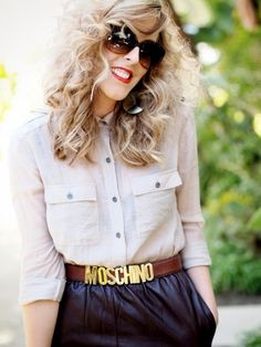 lovin the large curly hair & leather skirt!