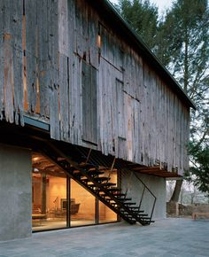 W Architecture - Doma gallery, renovation of a former barn to a residence and art space, Baltimore 2002.