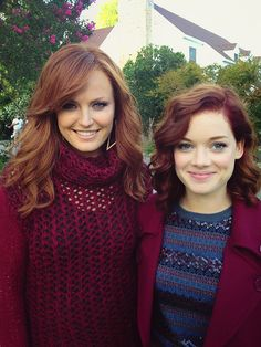 Malin Akerman (as Alex or Tessa's Mom) and Jane Levy (Tessa) in Suburgatory (2012)
