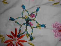 Une étoile en fils de fer et perle de verre!