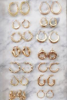 Gold Jewelry, Jewlery, Cute Headphones, Daughter Of Poseidon, Cute Ear Piercings, Jewelry Tattoo, Models Off Duty, Fashion Accessories, Bling