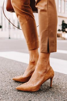 Take an Outfit From Work to Weekend, Just By Swapping Your Pants Jeans And Sneakers, Shoes With Jeans, Banana Republic Outfits, Banana Republic Boots, Fashion Pants, Sneakers Fashion, Camel Boots, Tan Pumps, Spring Work Outfits