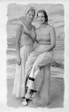 Stylish summertime beachwear from the 1930s. #vintage #fashion #beach #summer #1930s