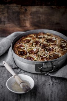 ... sweet ricotta, fig and pine nut cake ...