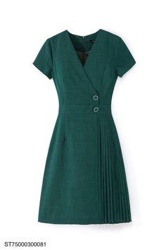 Kurta Designs, Blouse Designs, Vestidos Carolina Herrera, Mommy Daughter Dresses, Casual Dresses, Fashion Dresses, Kurta Neck Design, Chic Dress, Office Fashion