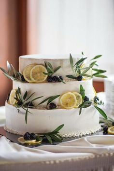 I found a gorgeous picture of a wedding cake this week whilst I was browsing Pinterest http://www.pinterest.com/knotsandkisses/ with gorgeous little oranges on. I've long been a fan of incorporating food into a wedding theme ... I'm a bit of a foodie :) ... so love weddings with a slight Mediterranean look incorporating vines, herbs, oranges and lemons.