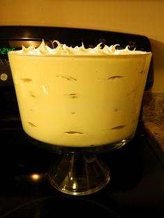 Banana Pudding Trifle Recipe via sweetcarolinagrac. Trifle Bowl Recipes, Trifle Dish, Trifle Desserts, Trifle Recipe, Dessert Trifles, Recipes With Cool Whip, Cool Whip Desserts, Sweet Desserts, Sweet Recipes