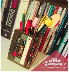 www.garotasenxaqueca.com fita k7, diy, do it yourself, faça você mesmo, craft, pencil, pen, k7, porta lápis, customização, garotas enxaqueca, blog, beleza, beauty