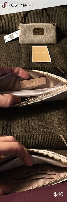 c852df7917fc23 NWT Michael Kors Jet Set PVC Signature Wallet NWT MK wallet/wristlet. Never  been