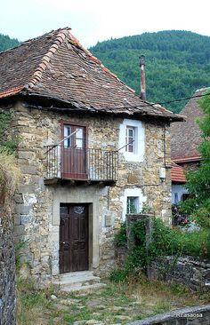 Casa típica en Uztárroz, Valle de Roncal, #Navarra
