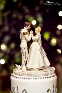 Cinderella cake topper | torta nuziale inspirata a Cenerentola | Cinderella wedding | Matrimonio da favola: Cenerentola | http://theproposalwedding.blogspot.it/ #cinderella #wedding #cenerentola #matrimonio #princess #disney #fairytale