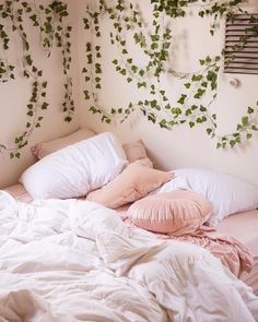 The pink bedroom looks amazing that most of us use the color for the nursery room, girl's room, and others. Read Lovely Pink Bedroom Design Ideas That Inspire You Diy Home Decor Rustic, Pink Home Decor, Farmhouse Decor, Modern Farmhouse, Uni Room, Child's Room, Room Lamp, Girl Room, Desk Lamp