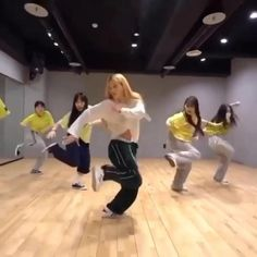 Hip Hop Dance Videos, Dance Choreography Videos, Dance Music Videos, Ballet Photos, Dance Photos, Danse Twerk, Baile Hip Hop, Cool Dance Moves, Social Dance