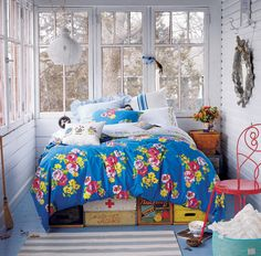 oh m g. must have. i would love to have our master bedroom on a screened in porch. love the boxes under bed!! and to wake up to all the pretty trees and a sunrise! <3