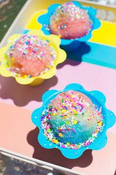How cute are these unicorn snow cones? They will add a colorful touch to summer. Sno Cone Syrup, Sno Cones, Strawberry Simple Syrup, Snow Cone Stand, Snow Cone Machine, Yellow Food Coloring, Those Recipe, Partys, Frozen Treats
