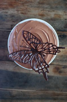 I just think food coloring and melted white chocolate might be cool for my two year olds cake. Chocolate Delight, Death By Chocolate, I Love Chocolate, Chocolate Art, How To Make Chocolate, Chocolate Recipes, Chocolate Moose, Beautiful Cakes, Amazing Cakes