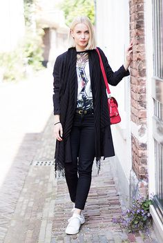 H&M Black Trench Coat, Primark Black Jeans, Adidas Stan Smith, Persunmall Red Shoulder Bag, Primark See Through Palm T Shirt