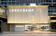 Photos and Videos 2 of 11 from project Longchamp Maison Canton Road Hong Kong Longchamp, Retail Interior Design, Showroom Design, Design Exterior, Facade Design, Area Comercial, Retail Facade, Facade Lighting, Building Facade