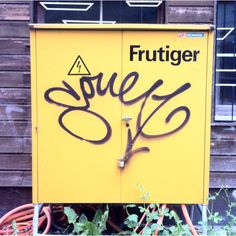 Adrian Frutiger has got a posse.