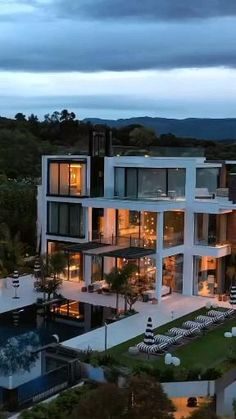 Modern Villa Design, Modern Exterior House Designs, Modern Architecture House, Dream House Exterior, Beach House Exteriors, Home Exterior Design, My Dream House, Big Houses Exterior, Modern Mansion Interior