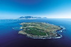 Visit Robbin Island where Nelson Mandela was held prisoner for 18 years. An extraordinary trip Nelson Mandela, Prisoner, Africa Travel, Planet Earth, Day Trip, Nature Photos, Amazing Places, Places Ive Been, South Africa