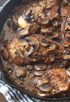 This Skillet Balsamic Garlic CHicken is an easy and incredibly flavorful dish!