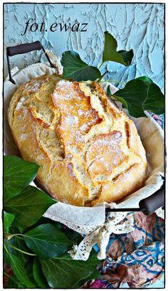 Przepis na ten chleb znalazłam na FB na jednej z grup.   Jest świetny dla osób rozpoczynających lub chcących rozpocząć zabawę w pieczenie c... Bread Bun, Bread Rolls, Bread Recipes, Bakery, Food And Drink, Menu, Homemade, Dinner, Cooking