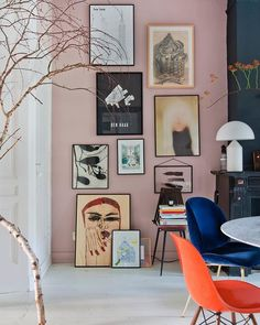 The home of has us fully committing to a blush pink gallery wall. Inspiration Wand, Interior Inspiration, Workspace Inspiration, Design Inspiration, Murs Roses, Pink Walls, Home Remodeling, Living Room Decor, Living Rooms
