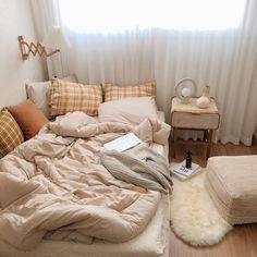 𝚋𝚢 : 𝚙𝚒𝚛𝚘𝚓𝚘𝚌𝚑𝚎𝚔𝚔 ♡ – Dorm Room İdeas 2020 Room Ideas Bedroom, Small Room Bedroom, Bedroom Decor, Bedroom Inspo, Korean Bedroom Ideas, Study Room Decor, Cozy Small Bedrooms, Comfy Bedroom, Small Bedroom Designs