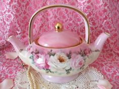 Shabby Double Spouted Teapot - lovely and unusual! Pink Teapot, Shabby Chic, Cuppa Tea, Teapots And Cups, My Cup Of Tea, Chocolate Pots, Vintage China, Vintage Dishware, Vintage Dishes