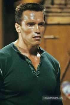 A gallery of Commando publicity stills and other photos. Featuring Arnold Schwarzenegger, Alyssa Milano, Vernon Wells, Rae Dawn Chong and others. Arnold Schwarzenegger Predator, Arnold Schwarzenegger Movies, Arnold Schwarzenegger Bodybuilding, Arnold Movies, Rae Dawn Chong, The Rock Dwayne Johnson, Body Building Men, Tough Guy, Shows