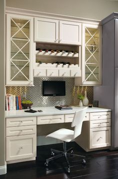 Incorporate a well-designed desk area into your kitchen using Omega Cabinetry. – Creative Home Office Design Kitchen Desk Areas, Kitchen Desks, Kitchen Office, Kitchen Cabinetry, Basement Office, Kitchen Bars, Office Nook, Office Spaces, Work Spaces