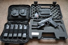 """M&P setup . And """"YES"""" it's better than a glock Smith & Wesson Bodyguard, Smith Wesson, Tactical Knives, Tactical Gear, Zombie Guns, Tactical Solutions, Tactical Accessories, Battle Rifle, Tactical Equipment"""